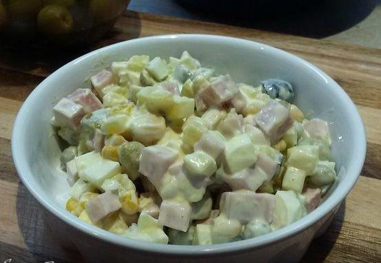 Картофельный салат с ветчиной и сыром