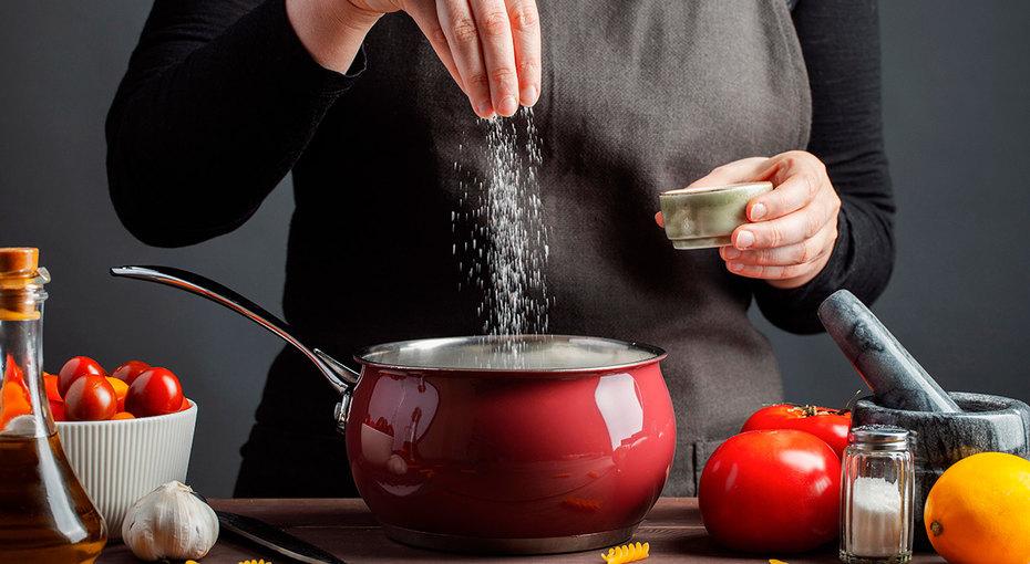 Когда солить блюда и продукты