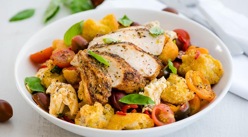 Летний салат с курицей