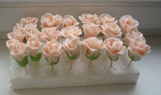 Марципан: украшение торта цветами