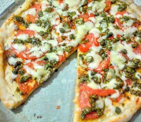 Овощная пицца с соусом песто