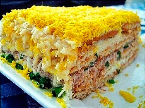 Салат из рыбной консервы и крекеров