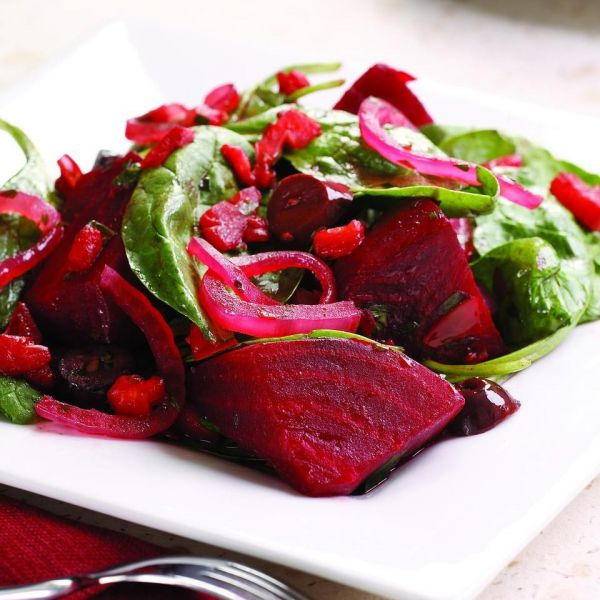 Стейк со свекольным салатом