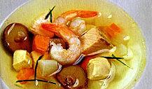 Суп с лососем, креветками и грибами