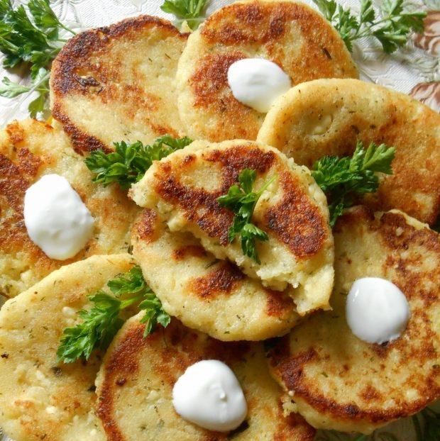 Тыквенно-картофельные оладьи с пряным творогом